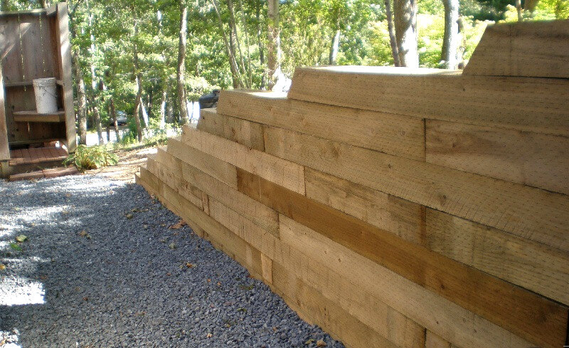 Timber retaining wall - how to build a retaining wall