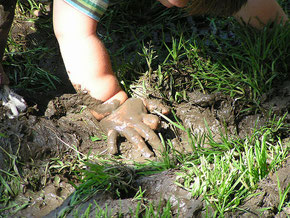 do it yourself garden and lawn drainage guide and tips. follow these tips and do it yourself